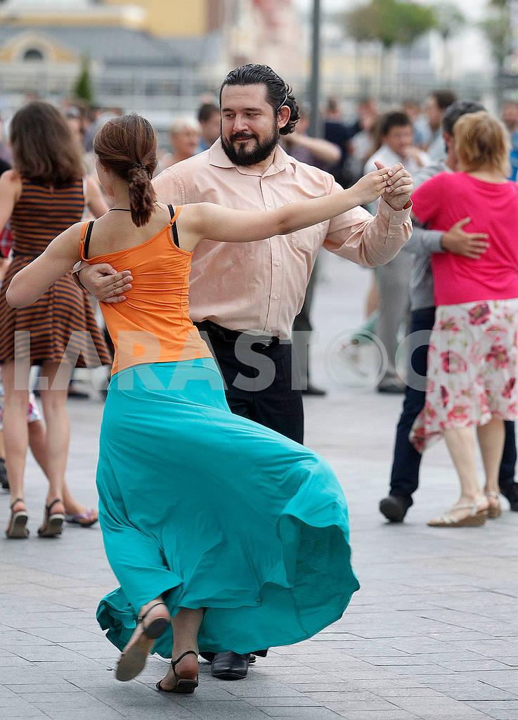 Couple dancing waltz — Image 57634