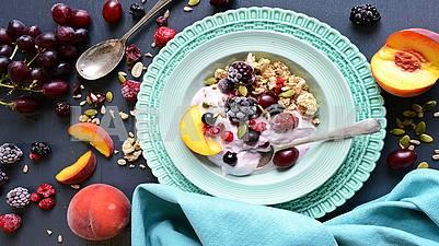 Свежие,вкусные спелые ягоды и фрукты полезны для здоровья!