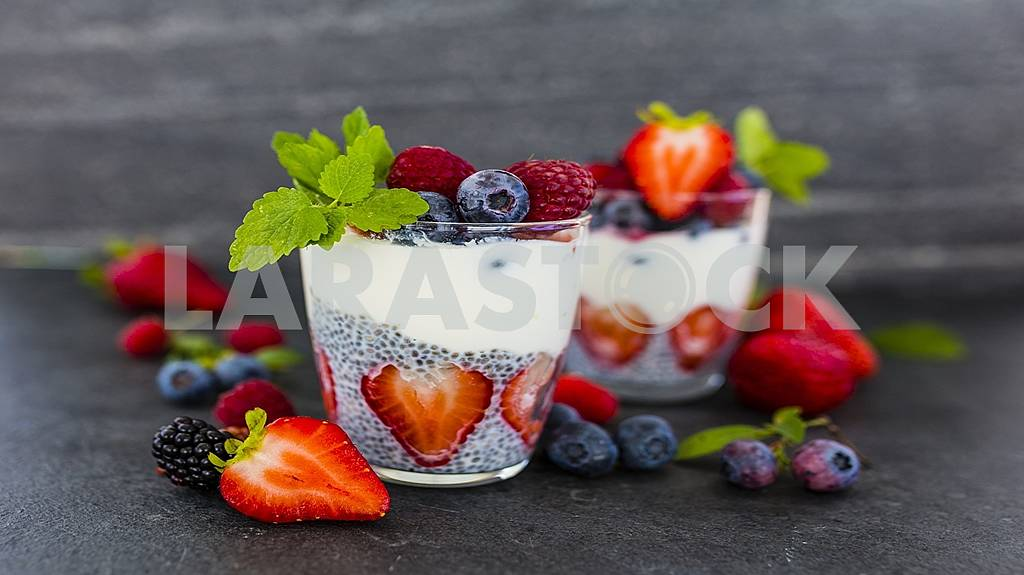 Fresh, delicious ripe berries and fruits are healthy! — Image 58715