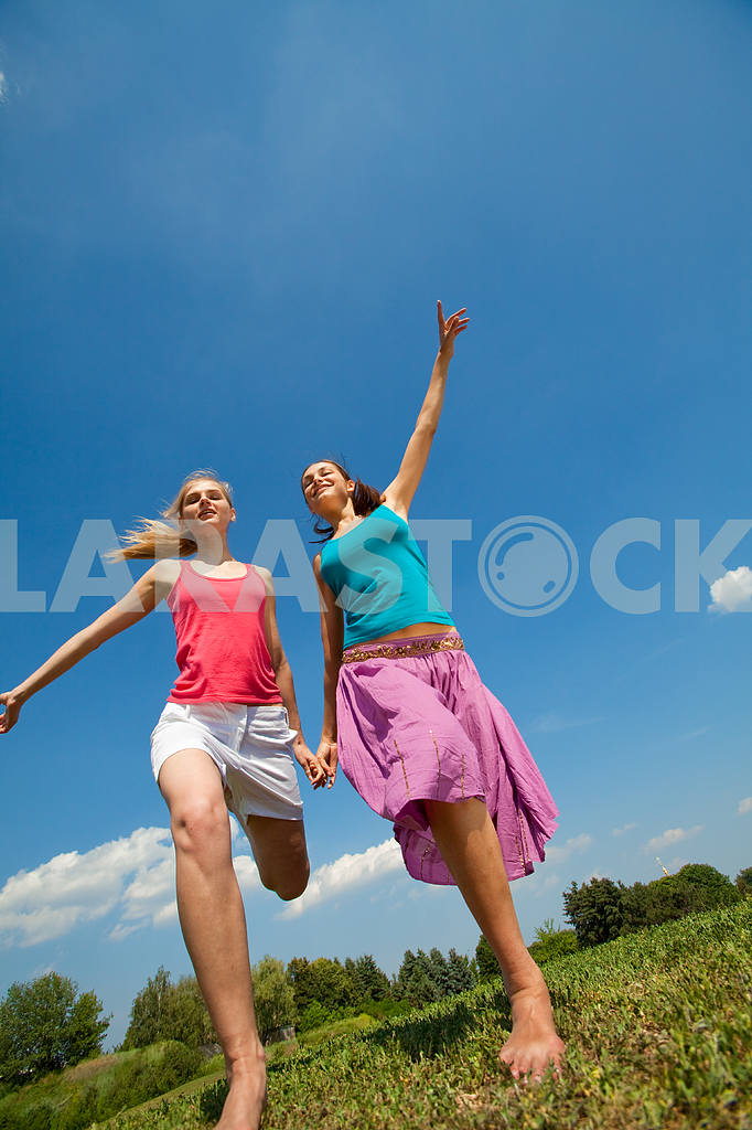 Happy people is jumping in field — Image 5950
