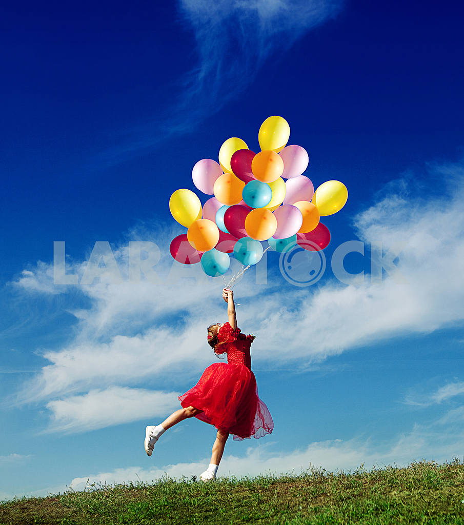 Little girl playing with balloons — Image 5989