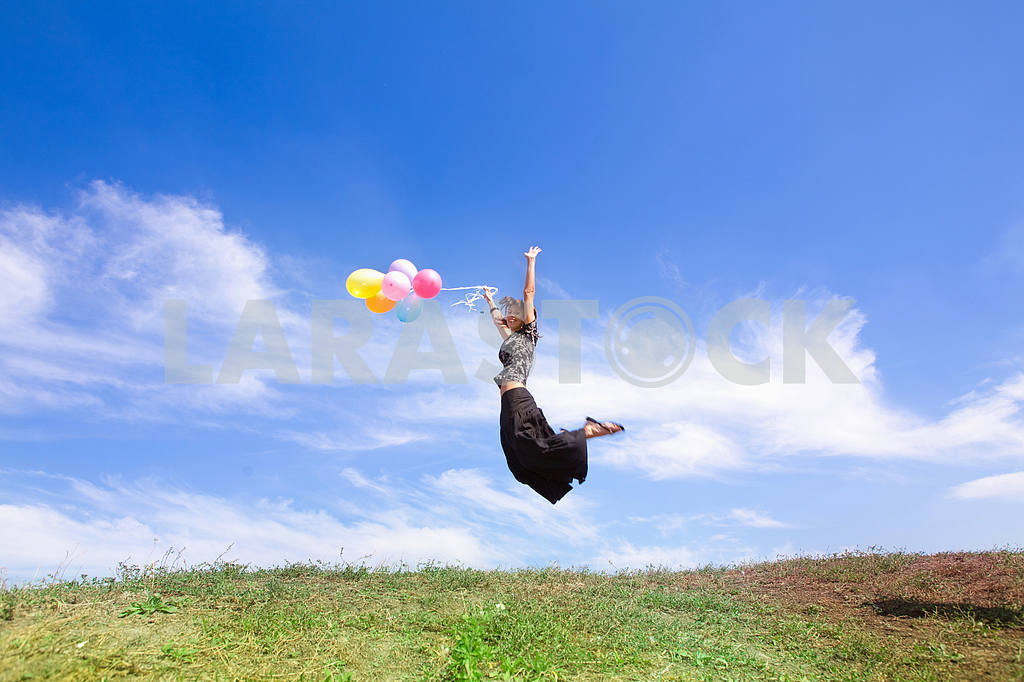 Girl jumps from balloons — Image 6007