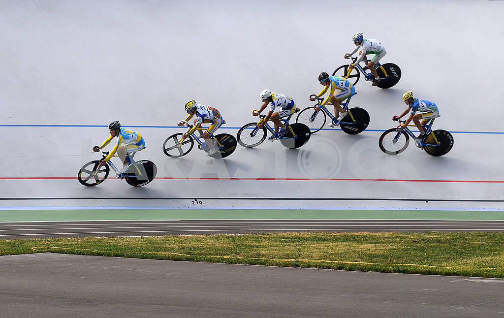 Cyclists on the track — Image 60516