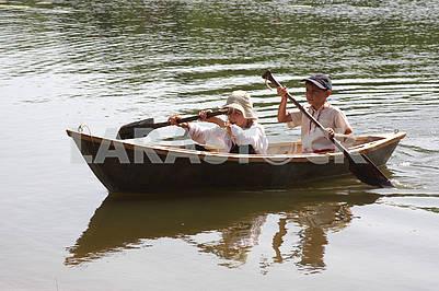 Мальчики в лодке
