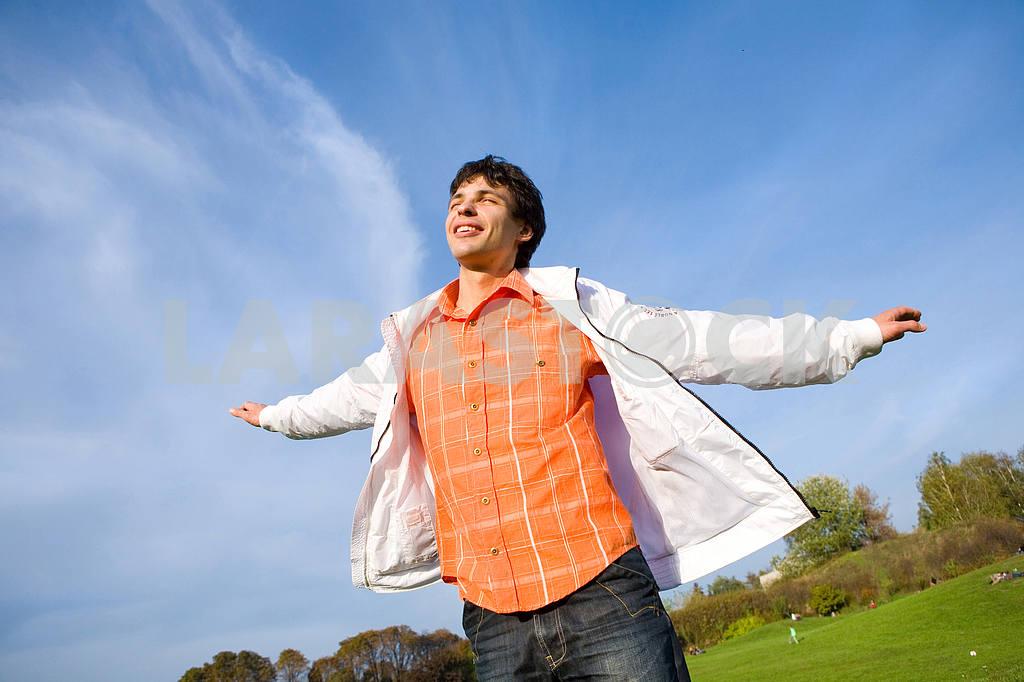 Happy young man - enjoy flies in sky — Image 6067