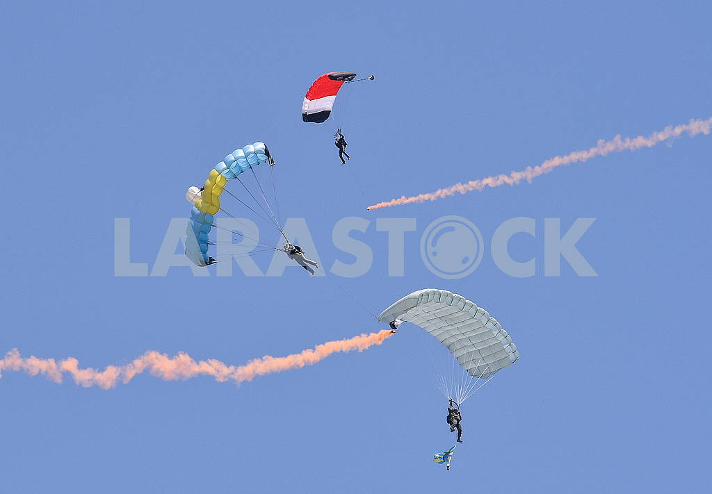 Parachutes — Image 60743