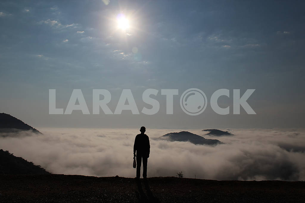 Silhouette people and landscape above sea clouds — Image 60805