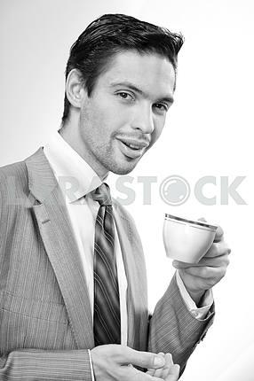 Бизнесмен пить кофе с чашкой