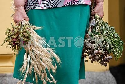 Женщина с букетом