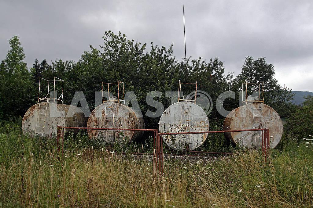 Old petrol cisterns — Image 61229