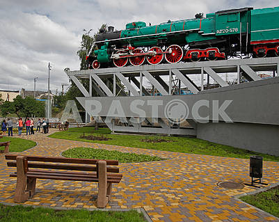 Monument to locomotive FD 20-508