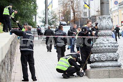 Police officers on Grushevskogo Street