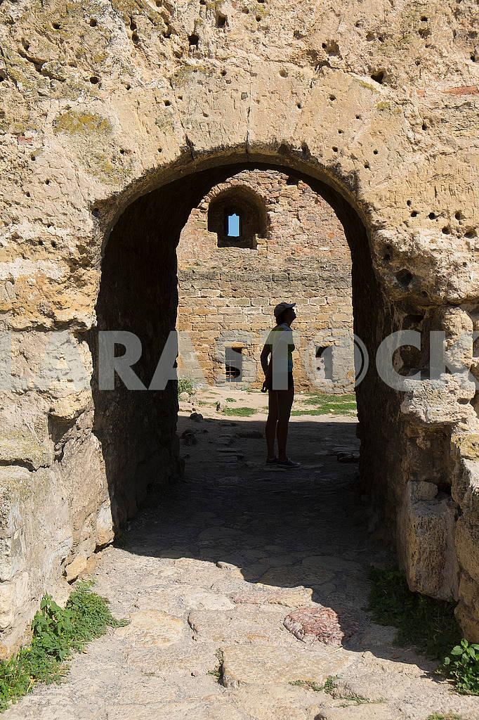 Туристка в Белгород-Днестровской крепости — Изображение 61893