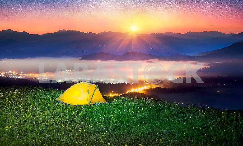 Tent over the village of Verkhovyna — Image 62351