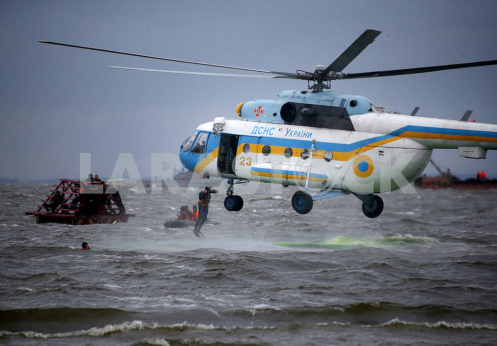 Helicopter rescuers — Image 62411