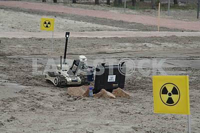 Робот занимается химической разведкой
