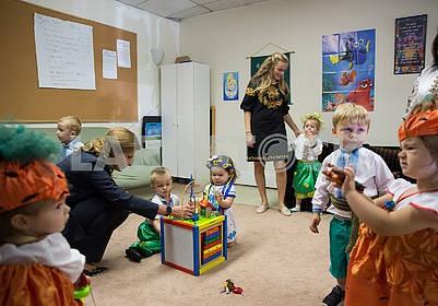 Children and Marina Poroshenko in the center of Barvinok