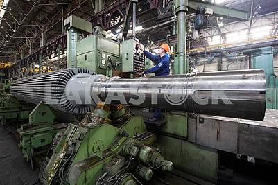Work at the CNC machine tool