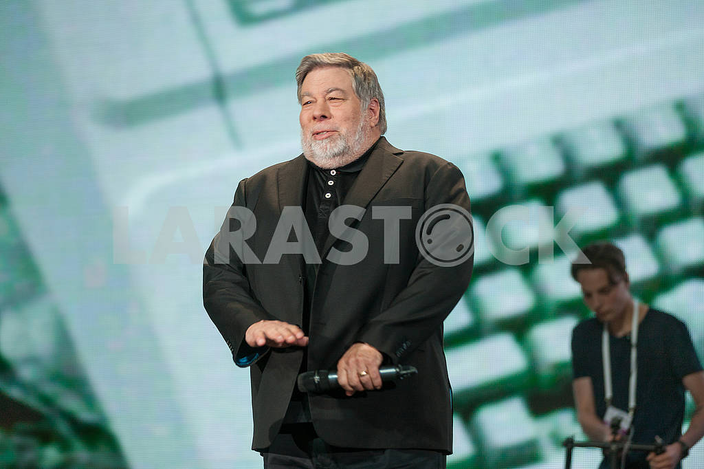 Steve Wozniak at the Olerom Forum 1. — Image 63061