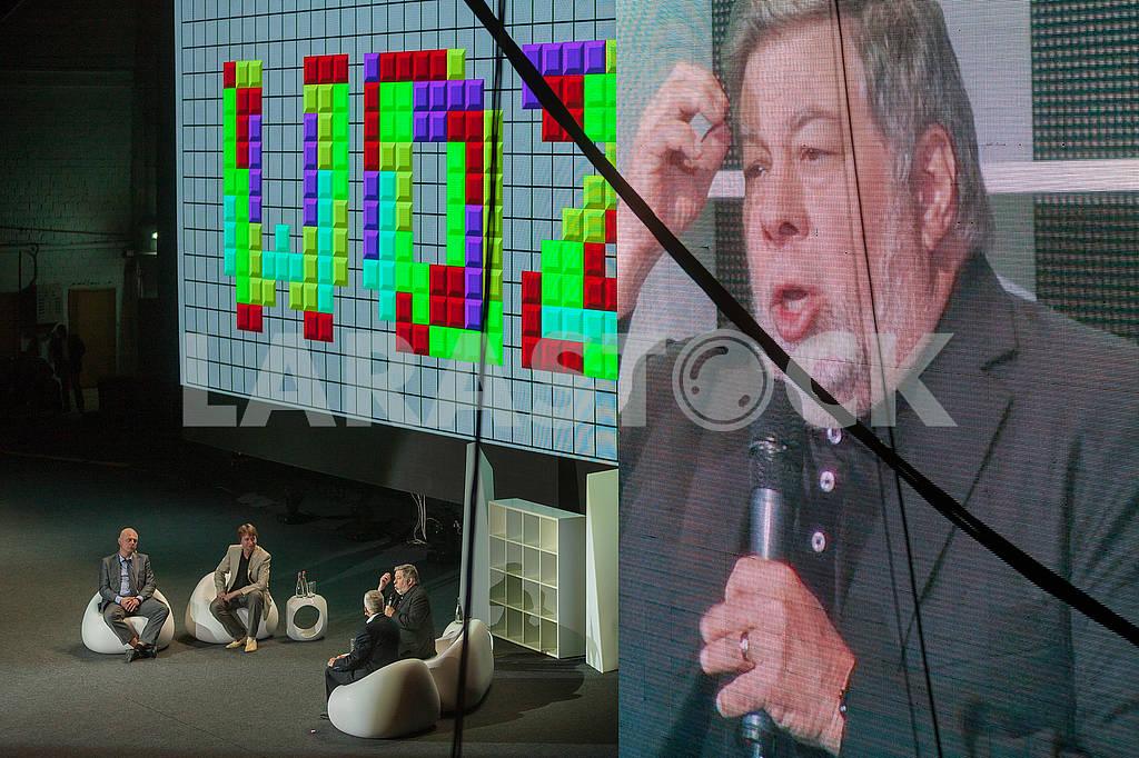 Steve Wozniak at the Olerom Forum 1. — Image 63069