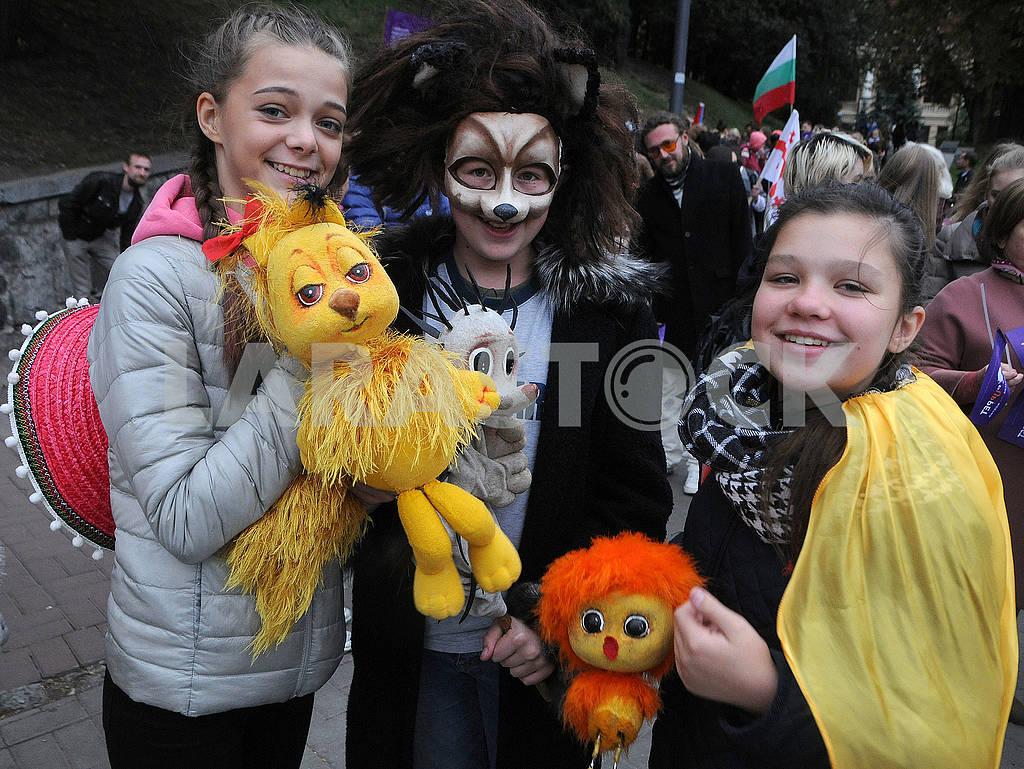 Девочки с куклами — Изображение 63089