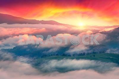 Рассвет над селом Верховина