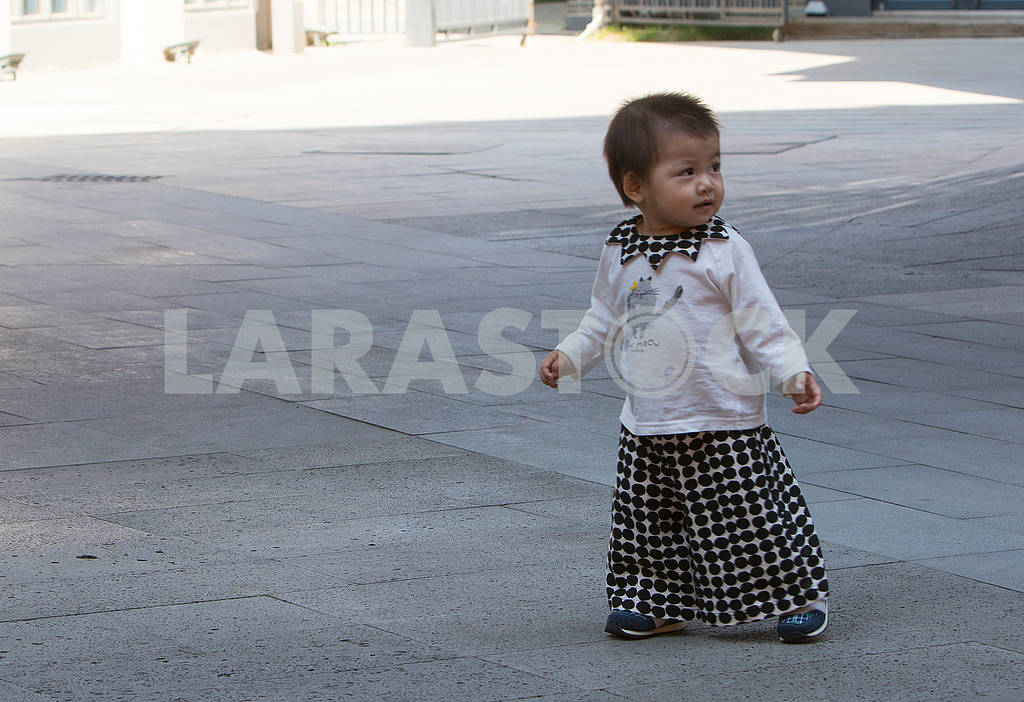 Child on the street in Panjin — Image 63168