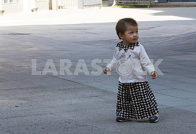 Child on the street in Panjin