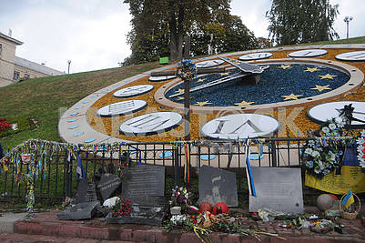 destroyed monument to the heroes of Heavenly hundreds