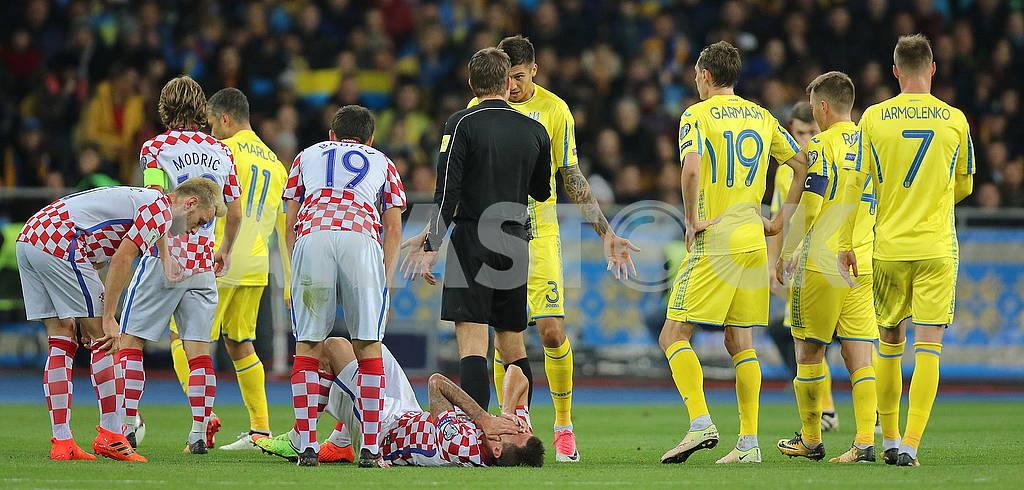 Yevgeny Khacheridi and the referee — Image 63298