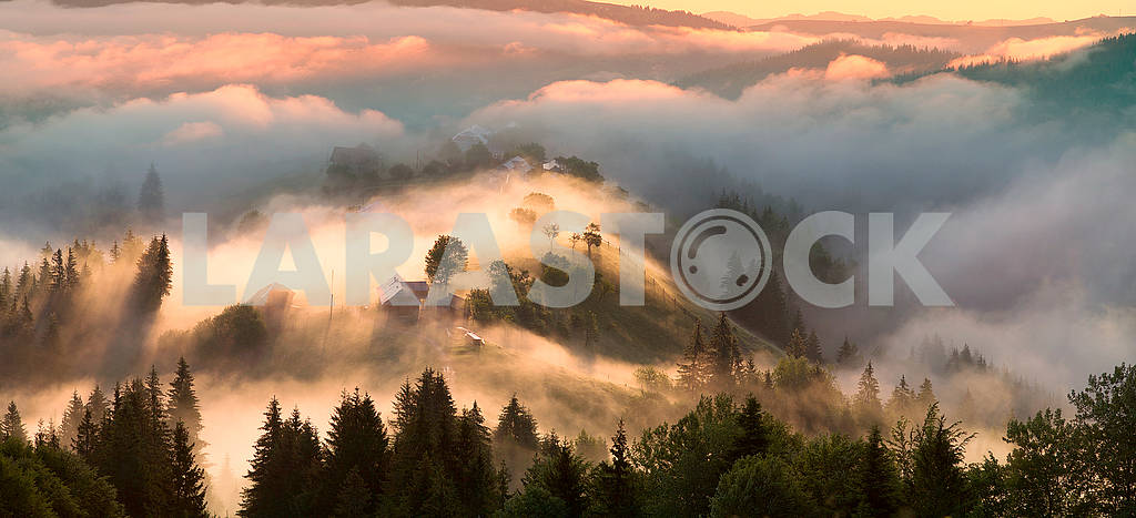 Dawn over the village of Verkhovyna — Image 63354