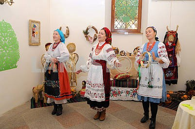 Girls in Ukrainian costumes