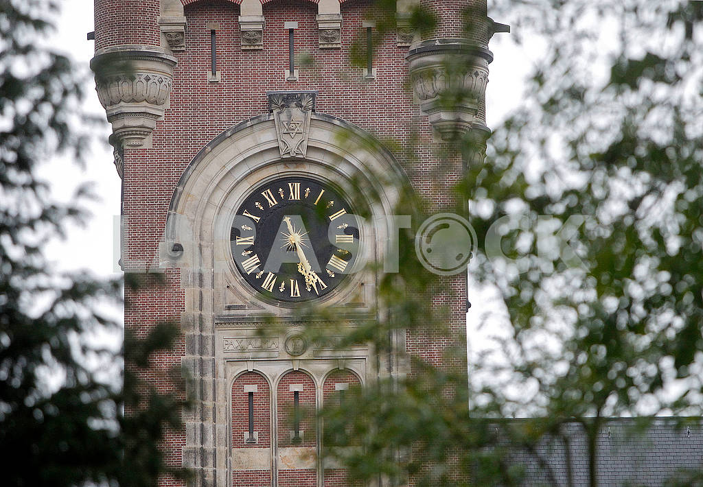 Clock on the tower of the Palace of Peace — Image 63790