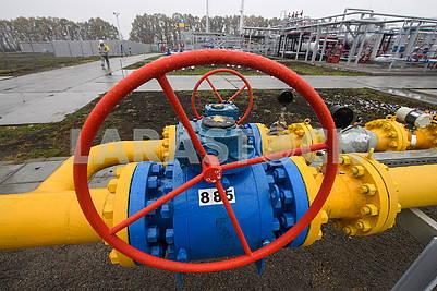 Gas installation valve