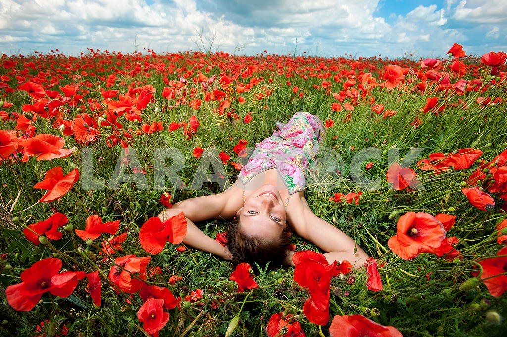 Girl in a field of poppies — Image 6404