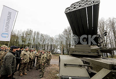 Poroshenko inspects military equipment