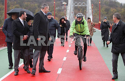 Vitali Klitschko and the cyclist