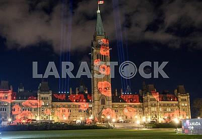 Здание парламента Канадыс иллюминацией