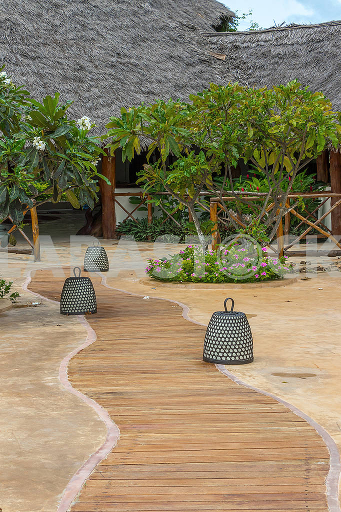 Wooden walkway to the beach in Zanzibar — Image 64328