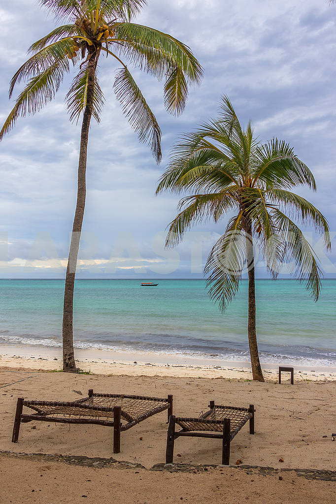 Лежаки на пляже на Занзибаре — Изображение 64349