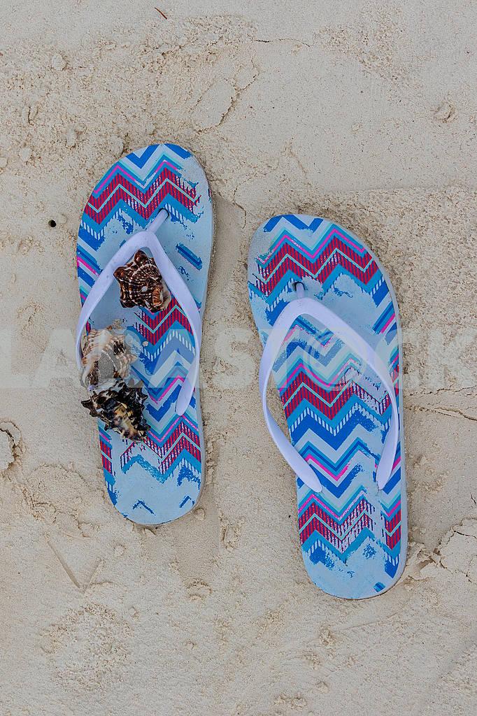 Flip-flops on the sand — Image 64401