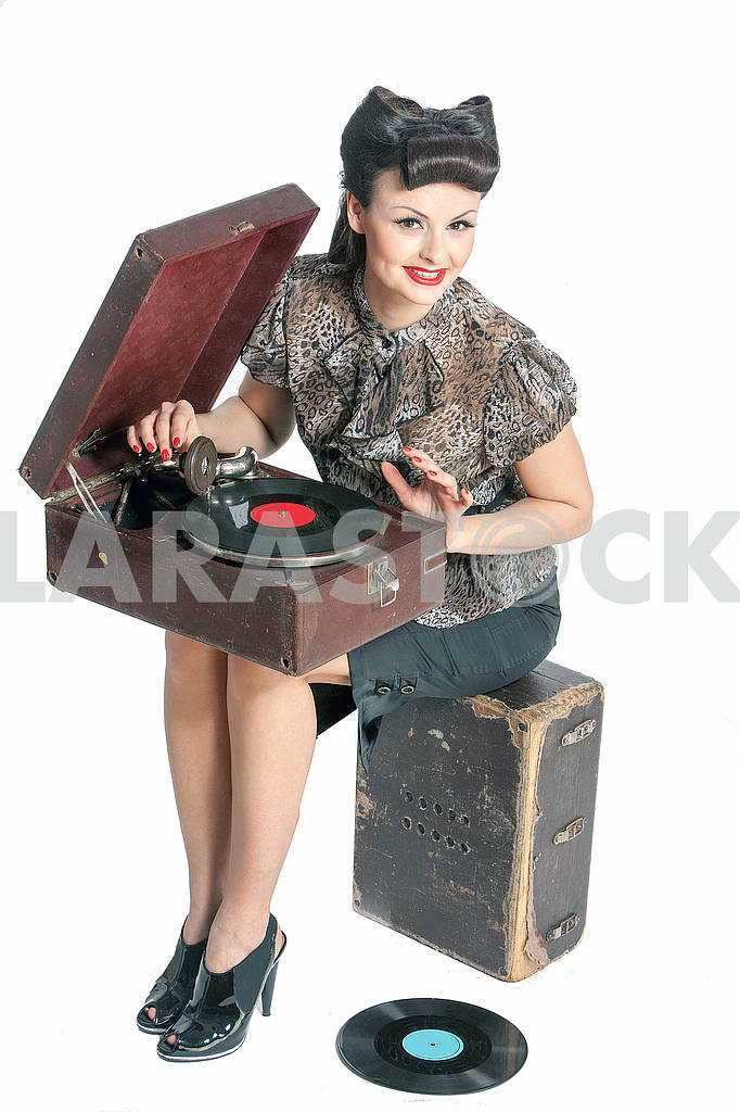Beautiful girl and old gramophone, on white background in studio — Image 64705