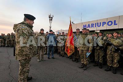 Президент вручил боевое знамя