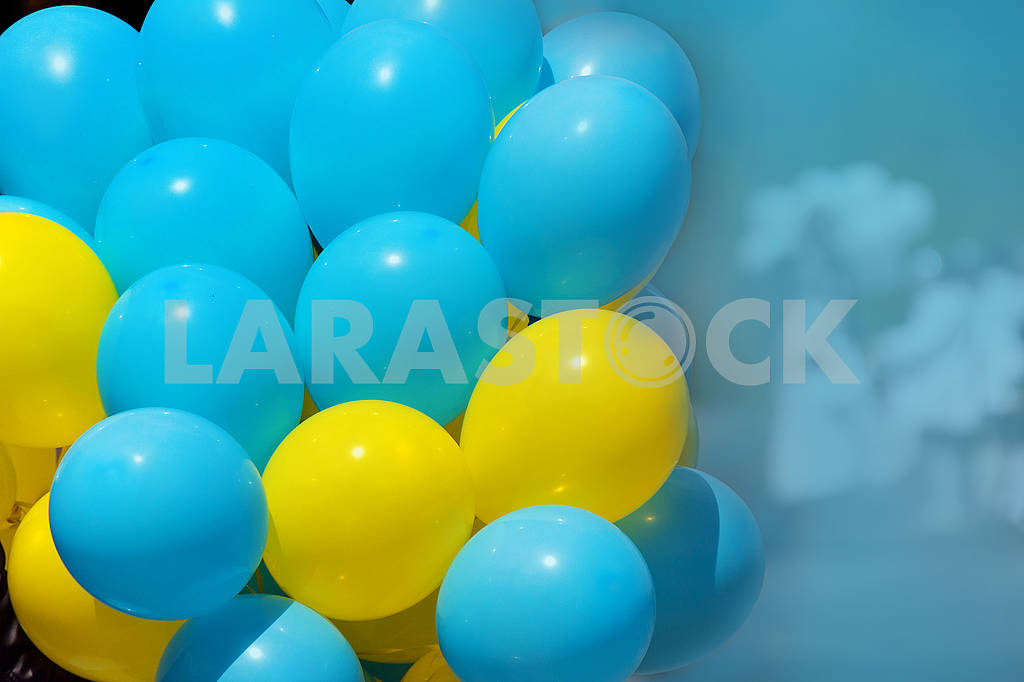 Colored balloons yellow and blue — Image 65276