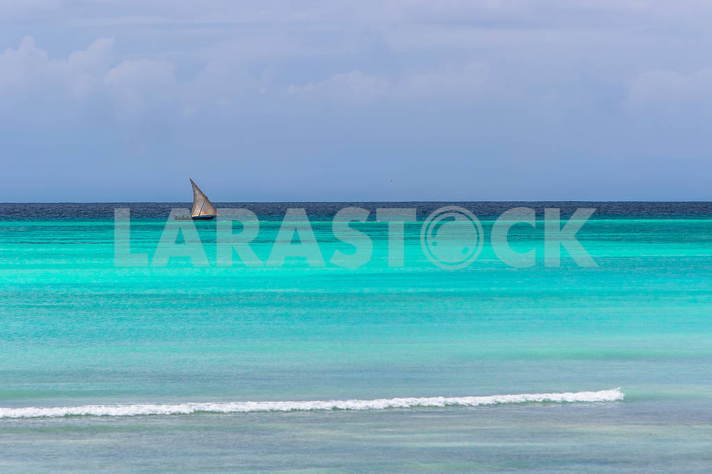 Boat sailing in the Indian Ocean — Image 65496