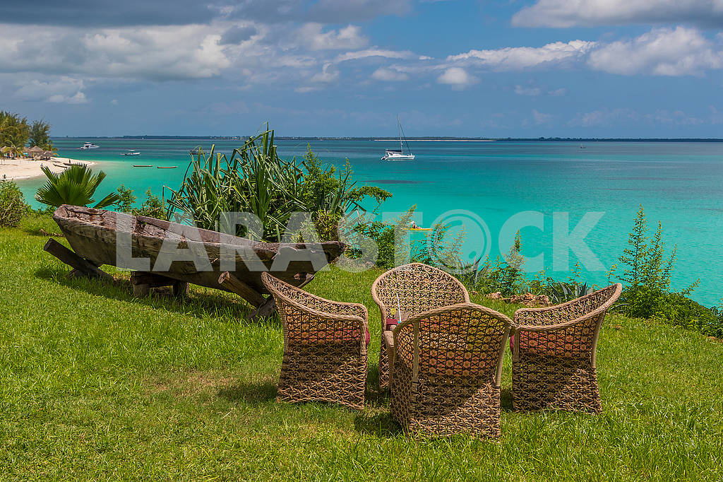 Wicker chairs on the grass — Image 65681
