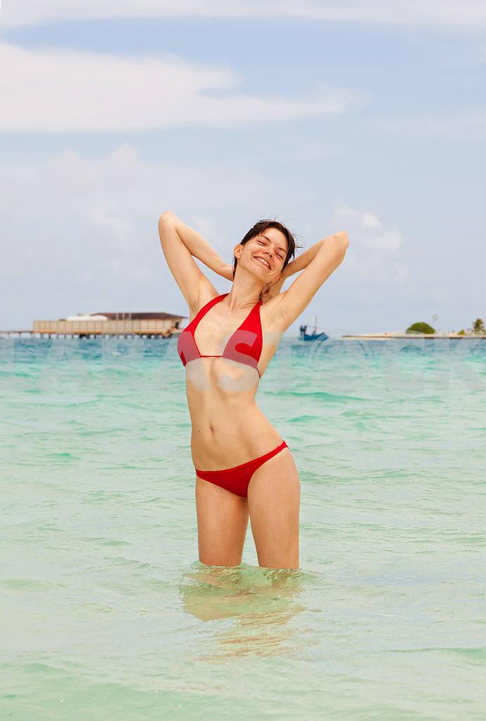 Beautiful woman in ocean — Image 6569