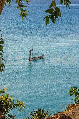 лодка в океане