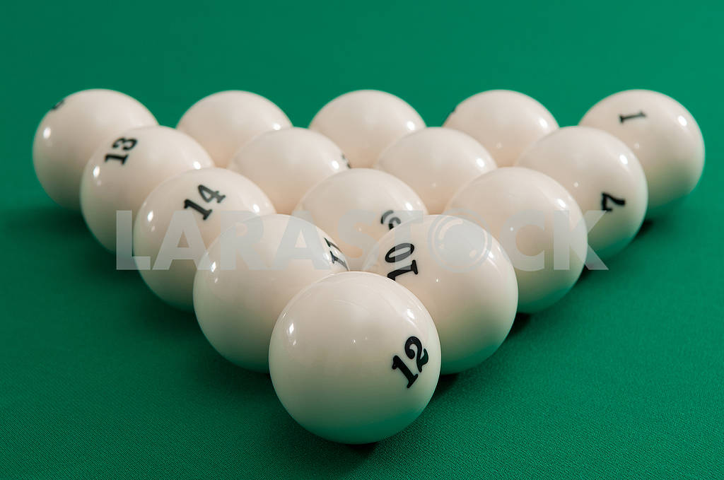 Balls are placed in a triangle — Image 66261