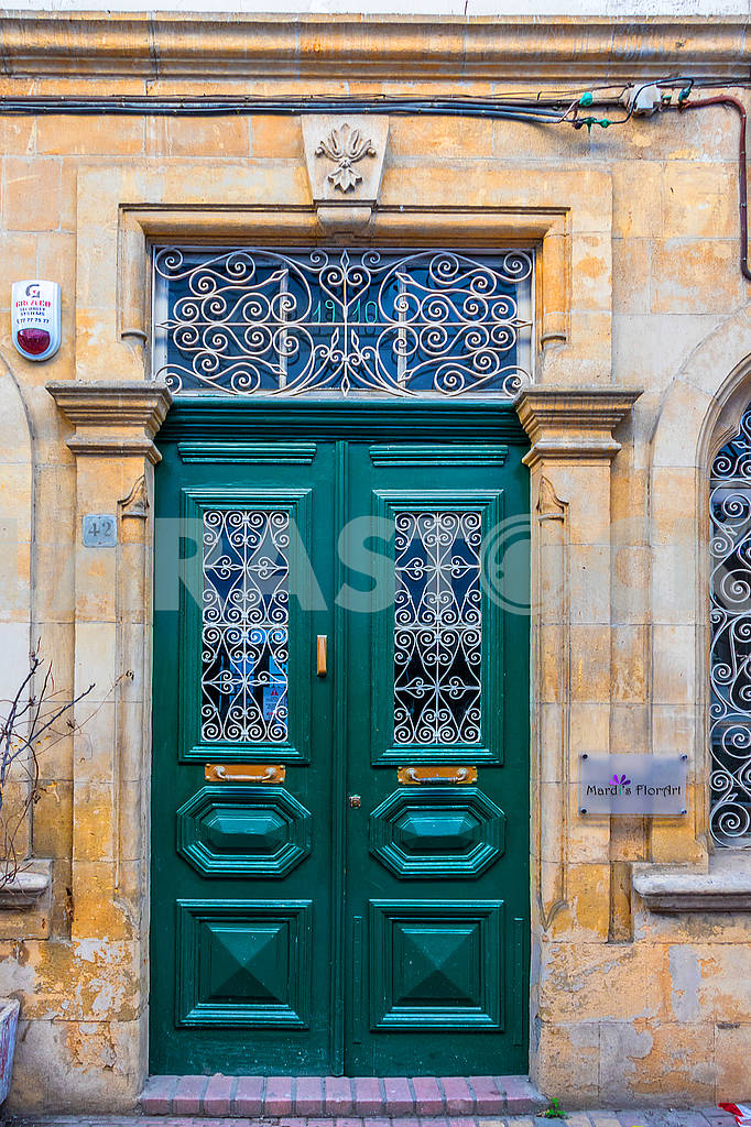 Green doors in Nicosia — Image 66392